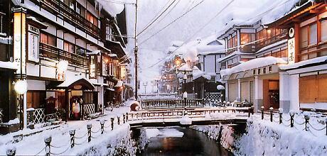 私が訪れたのは2004年3月、降雪量は例年の三分の一ということで、残念ながら雪に抱かれた温泉街は見られなかった。